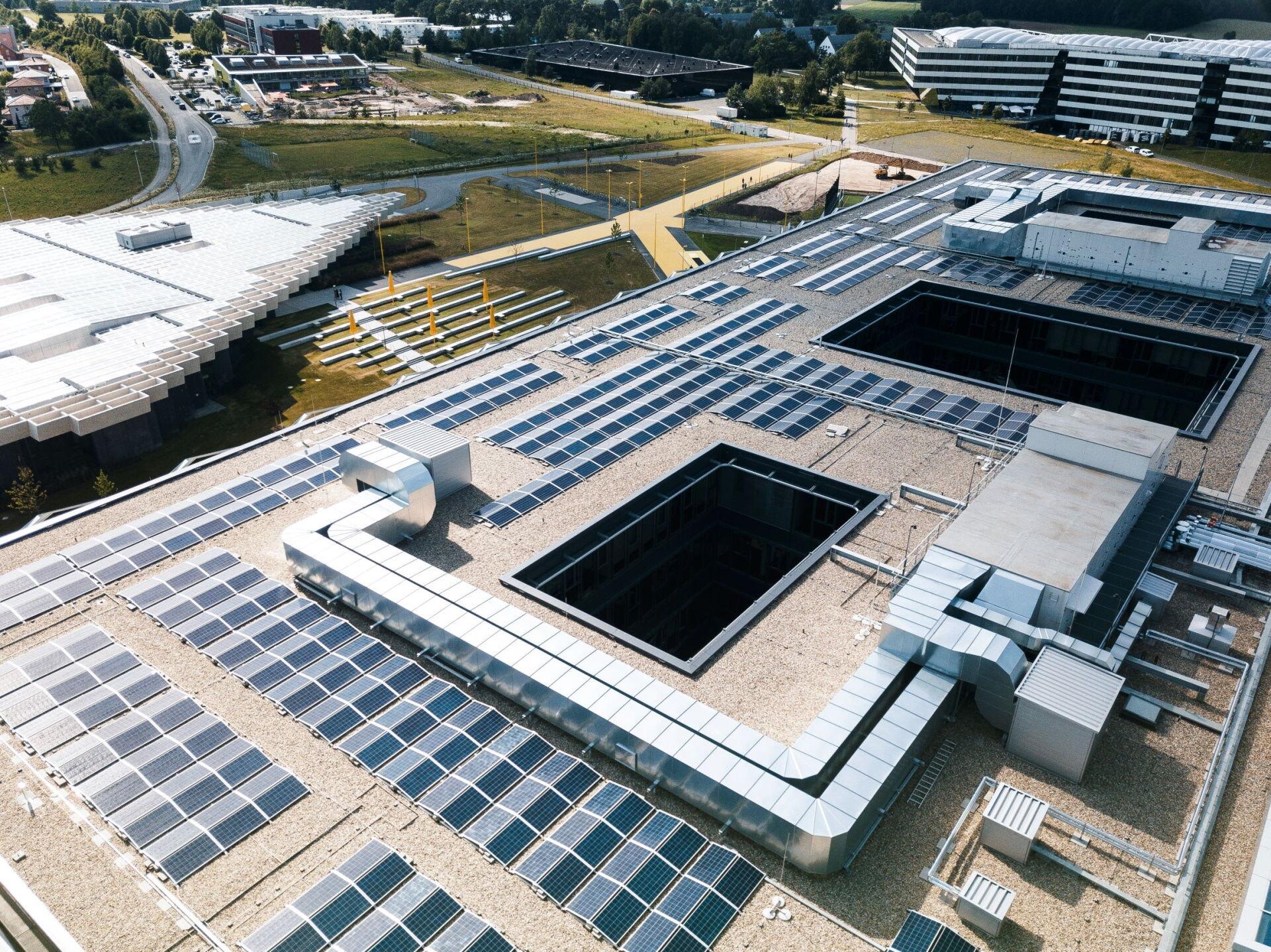 adidas napelemtáblákkal fedett központja a németországi Herzogenaurachban
