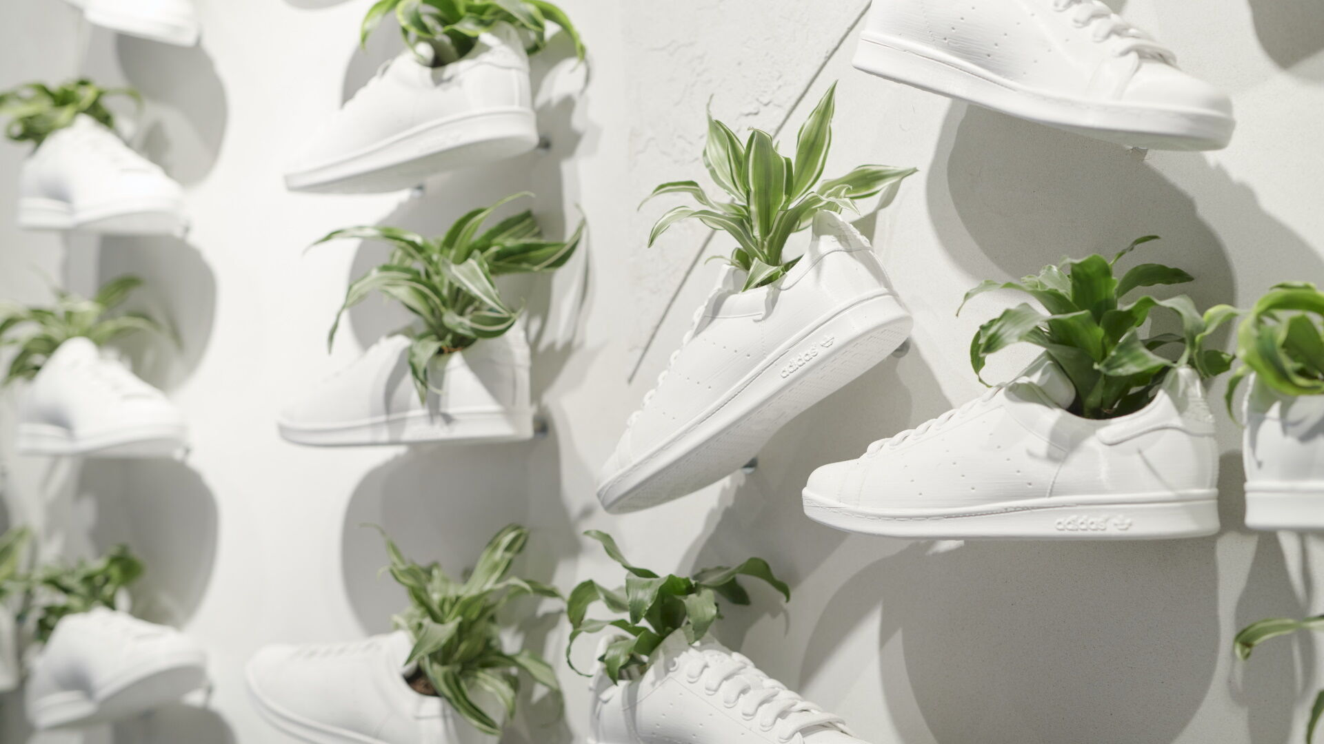 adidas Stan Stmith vegán sneakers cipők a londoni adidas Flagship Store-ban