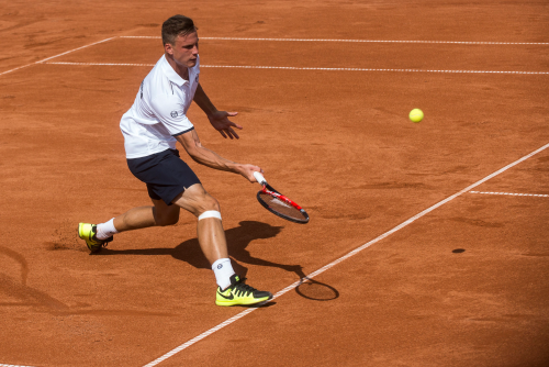 Fucsovics Márton akcióban az első napi Magyarország-Szlovákia Davis Kupa találkozón